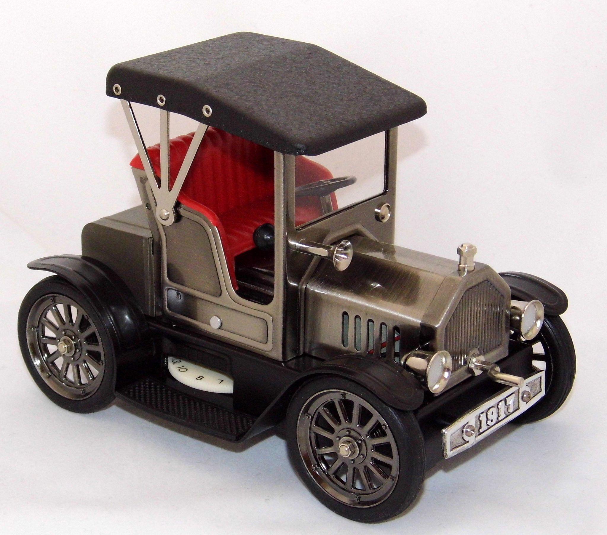 Vintage Antique Car Novelty Transistor Radio, Model TN619
