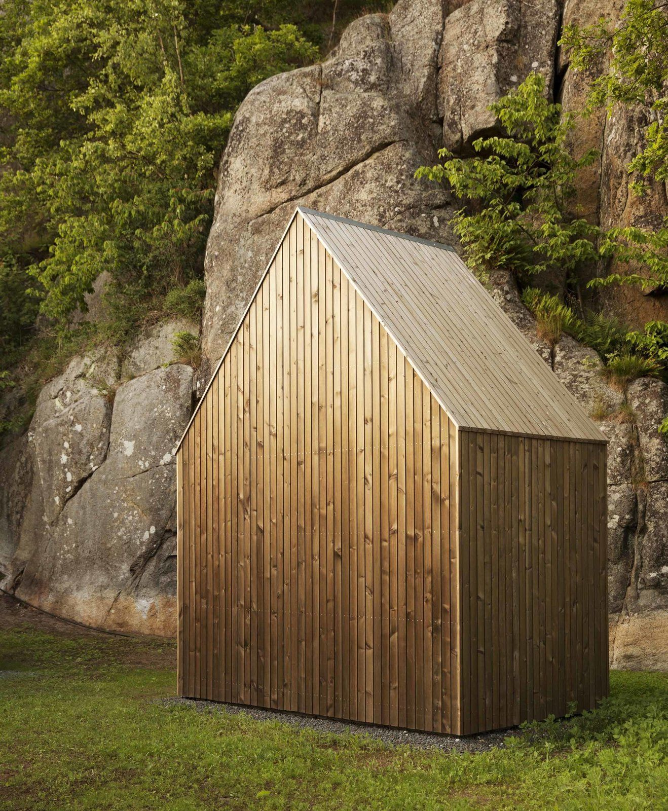 11 Extraordinary Designs That Make You Rethink the Modern Shed | Cabine en bois, Petite maison a ...