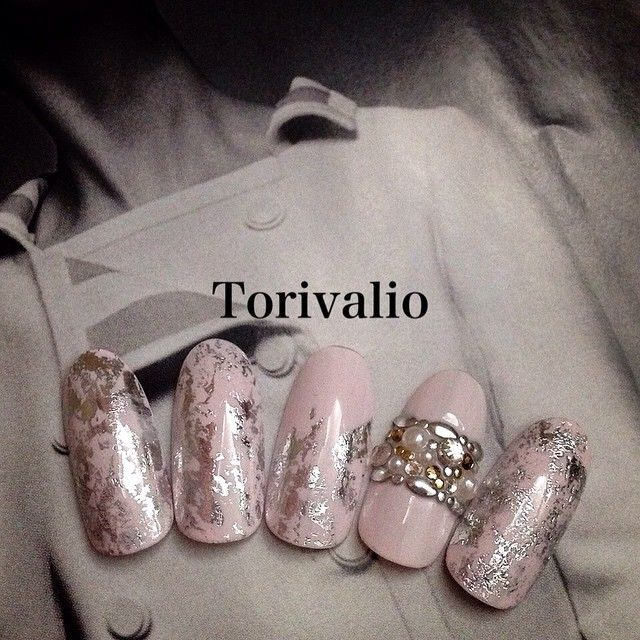 #torivalio #nail#nails#art#swarovski#design#bijou#fashion#mode#jewelry#Love#girl#elegant#morecouture#207#spring#ネイル#デザイン#春#ファッション#silver#ホイルネイル#girly
