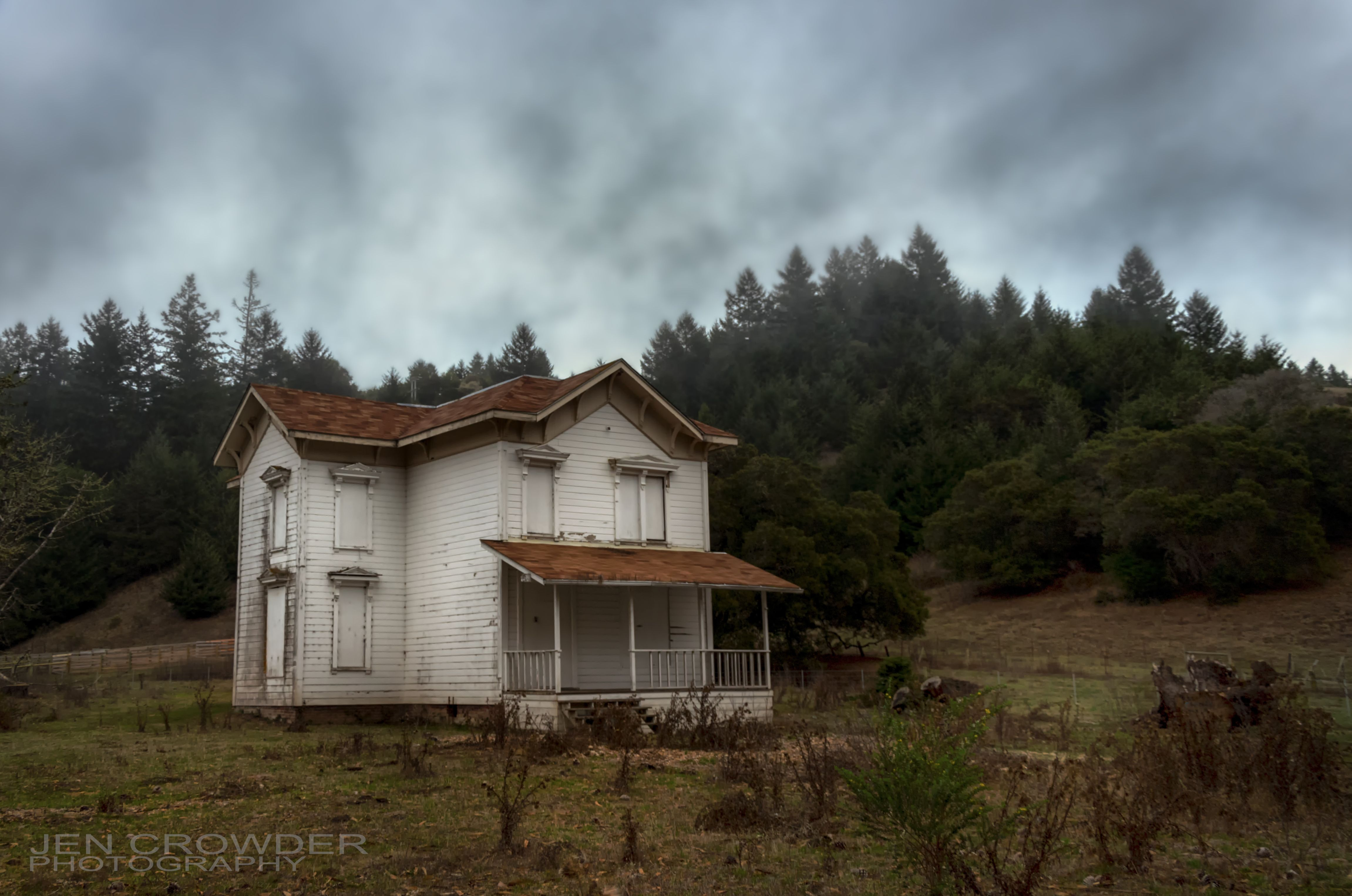 A little abandoned farm house on my way to wine country.