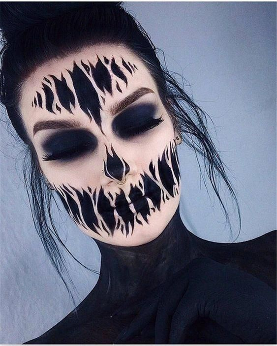 30+ Pretty Ghost Makeup Ideas for Halloween