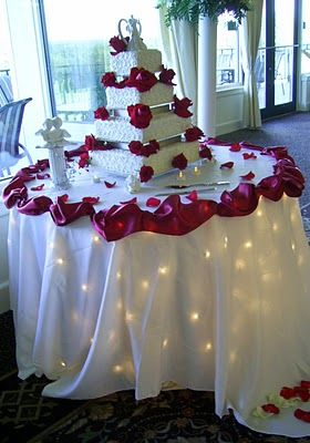Love This Cake Table Red Roses And Lights Under The Table Cloth