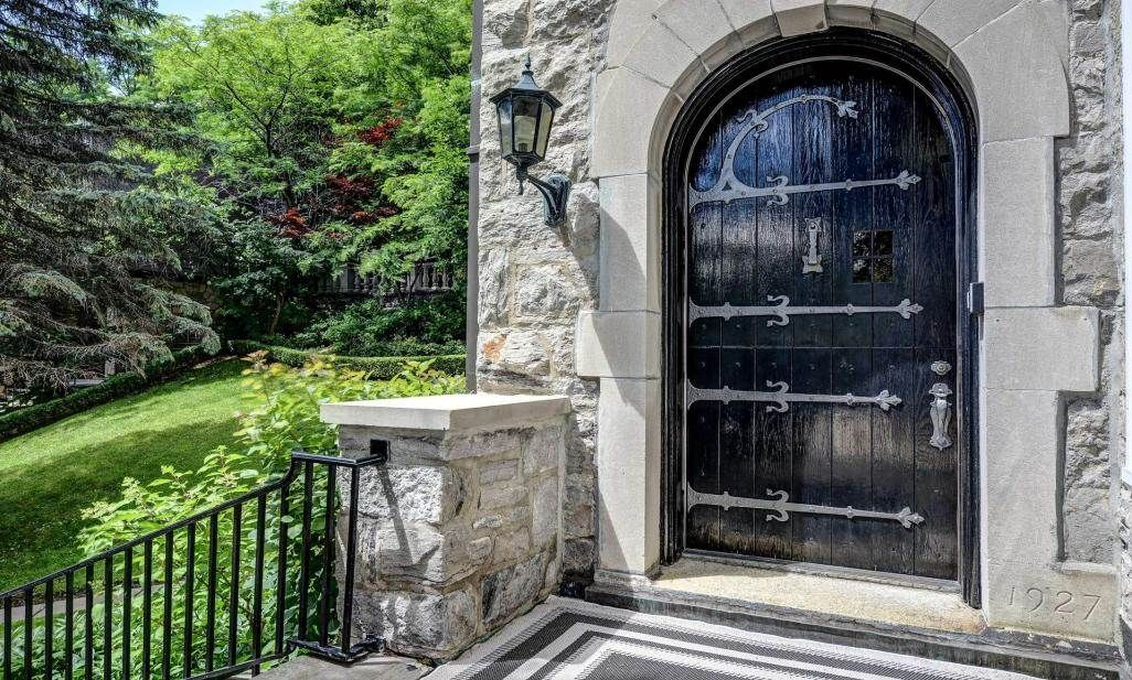 Luxury Mansions In Quebec Canada on home mansion sale canada, luxury mountain homes, luxury mansions in montreal canada, luxury homes in canada, celine dion mansion in canada, notre dame canada, windsor canada,