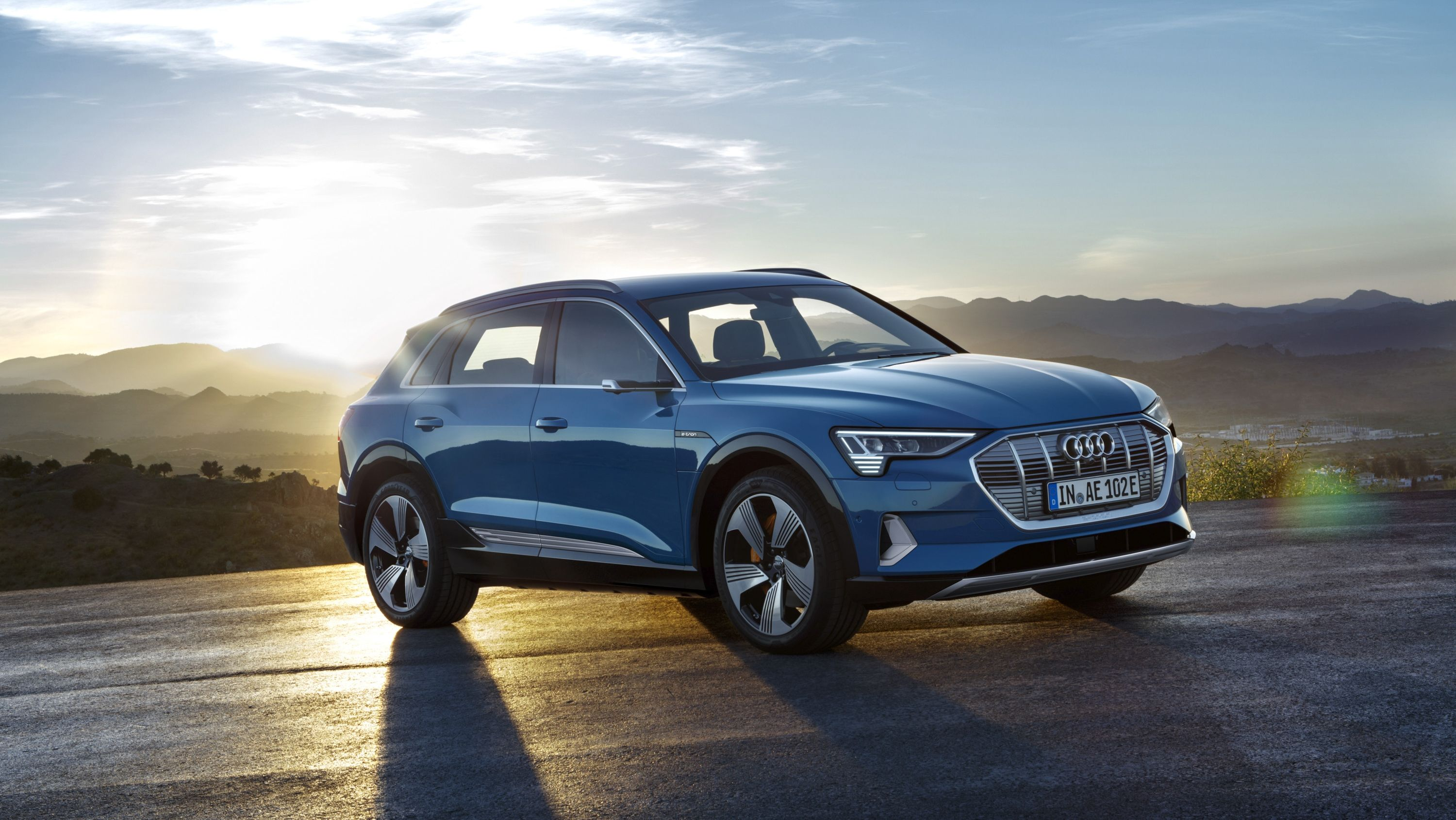 The 2019 Audi E Tron Suv Debuts With A 75 000 Price Tag Max Towing