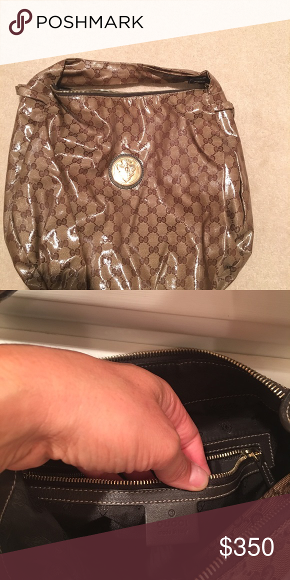 Gucci purse! Beautiful Gucci purse. Excellent condition. Not a mark on it! Gucci Bags Shoulder Bags