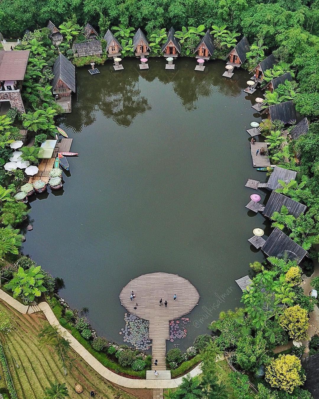 Dusun Bambu dengan konsep memyatu dengan alam, terletak