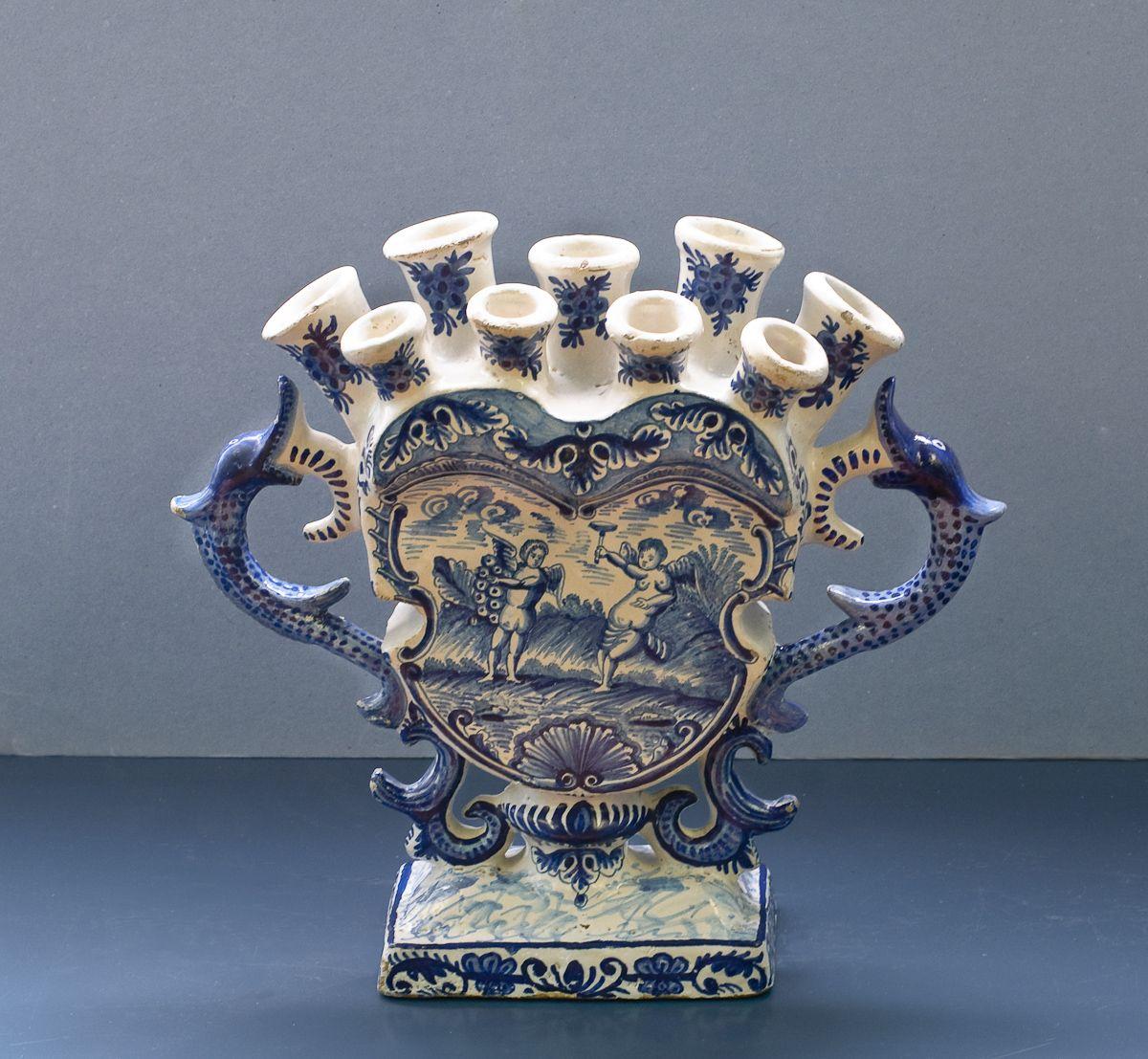 Bestand:WLANL - 23dingenvoormusea - tulpenvaas.jpg | Blue vase, Tulips in  vase, Ceramic candle