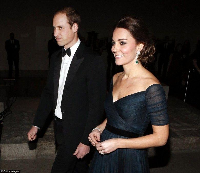 No domingo (7), o Duque e a Duquesa de Cambridge chegaram por volta das 17 horas (hora local) em Nova York para uma visita oficial de quase três dias. Com a agenda cheia de compromissos, os membros da família real britânica, que estão hospedados no hotel The Carlyle, já tiveram o primeiro evento horas após a chegada.