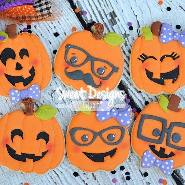 Can't get enough of these pumpkins.... OPTION E: Box of 6 REGULAR size pumpkin cookies. 25.00 #halloweendecoratedcookies #yeathatgreenville #sweetdesignsbyjudit #halloweencookies #pumpkincookies #jackolanterncookies