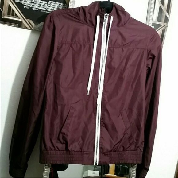 Zine Maroon Windbreaker | Windbreaker and Conditioning