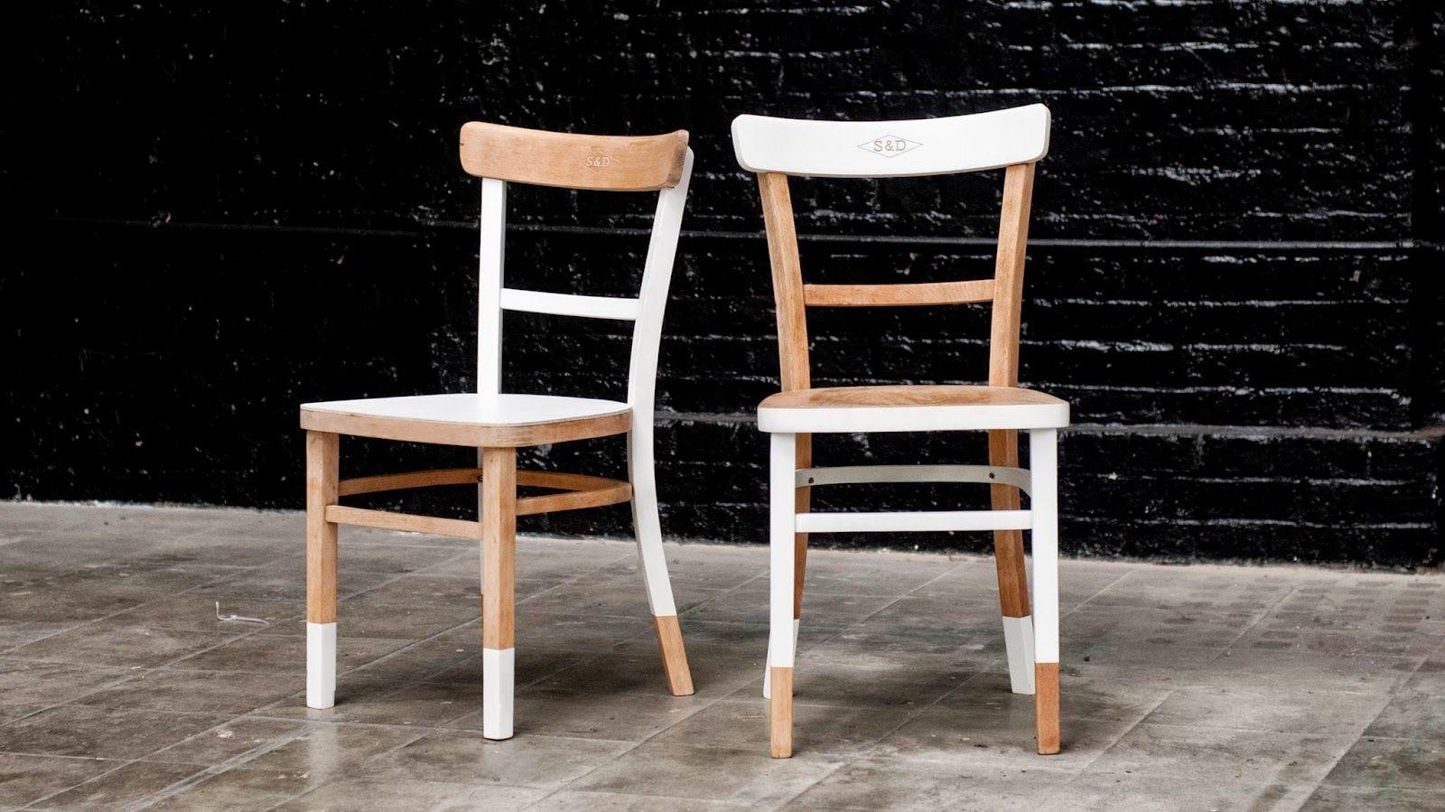 Sabrac Darak Bistro Chairs Natural And White Painting Carved Wood On The Back Chaises De Bistrot Peinture Blanche Sur Bois Naturel Dossier Grave Au Nom De S