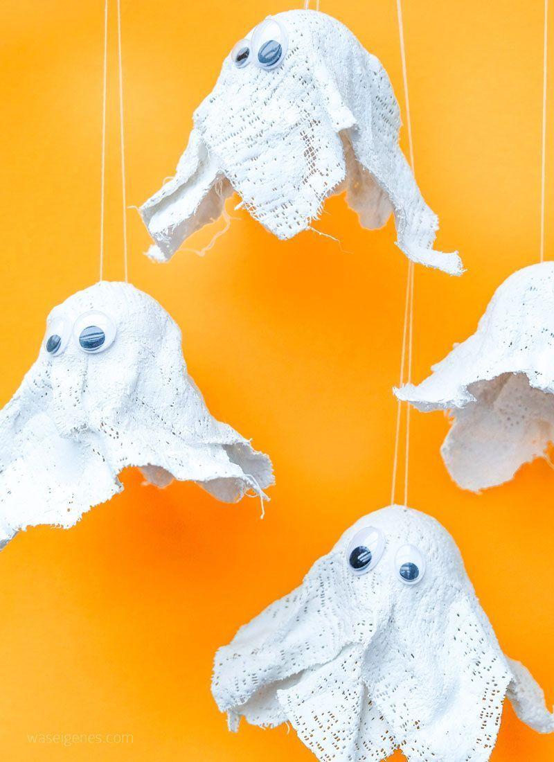Hui buh! DIY Gespenster aus Gips (Halloween Deko mit Kindern basteln) #halloweendekobasteln DIY Gespenster aus Gips basteln | Tischtennisbälle, Gipsstreifen (Modelliergewebe) & Wackelaugen | DIY Geister basteln | Halloween Deko selber machen | waseigenes.com DIY Blog #geisterbasteln Hui buh! DIY Gespenster aus Gips (Halloween Deko mit Kindern basteln) #halloweendekobasteln DIY Gespenster aus Gips basteln | Tischtennisbälle, Gipsstreifen (Modelliergewebe) & Wackelaugen | DIY Geister basteln | H #geisterbasteln