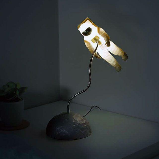 Astronaut Spacewalk Lamp Light Geek Astronomy Design Decoration Space Lamp Astronaute Lampe De Bureau Chambre Geek