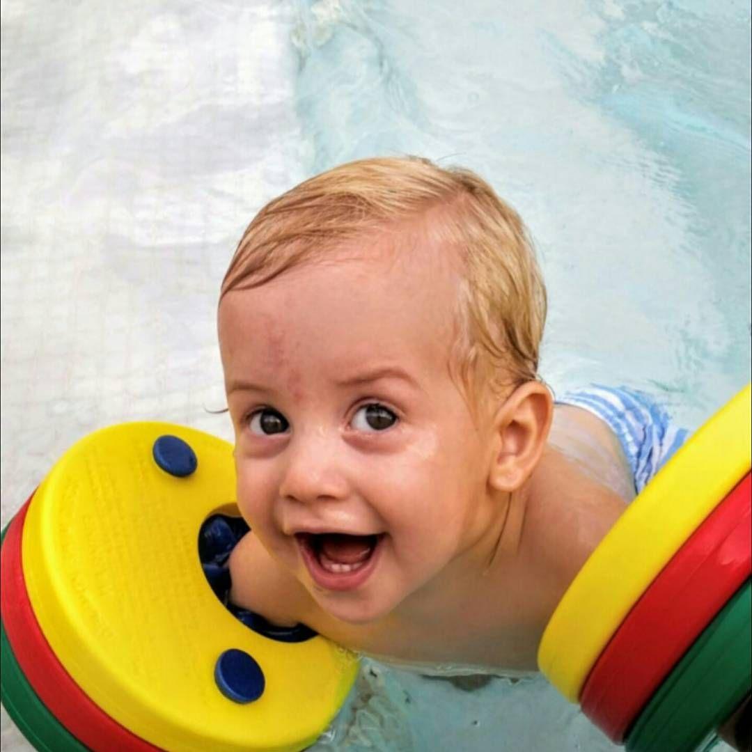 Tutete.com ¿Tarde de pisci?  No te olvides de los mejores manguitos del mercado y de tu botella de agua ¡Y a disfrutar!  #delphindiscs #manguitosduraderos #manguitos #losmejoresmanguitos #piscina #rubiales #deventaen #tutetecom 👉moda👉verano