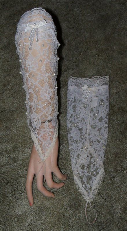 Beautiful Elegant Vintage Fingerless Lace Wedding Gloves