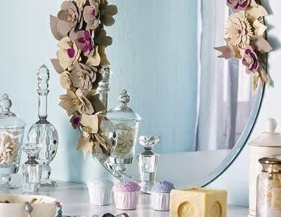 Cómo decorar un espejo con madera