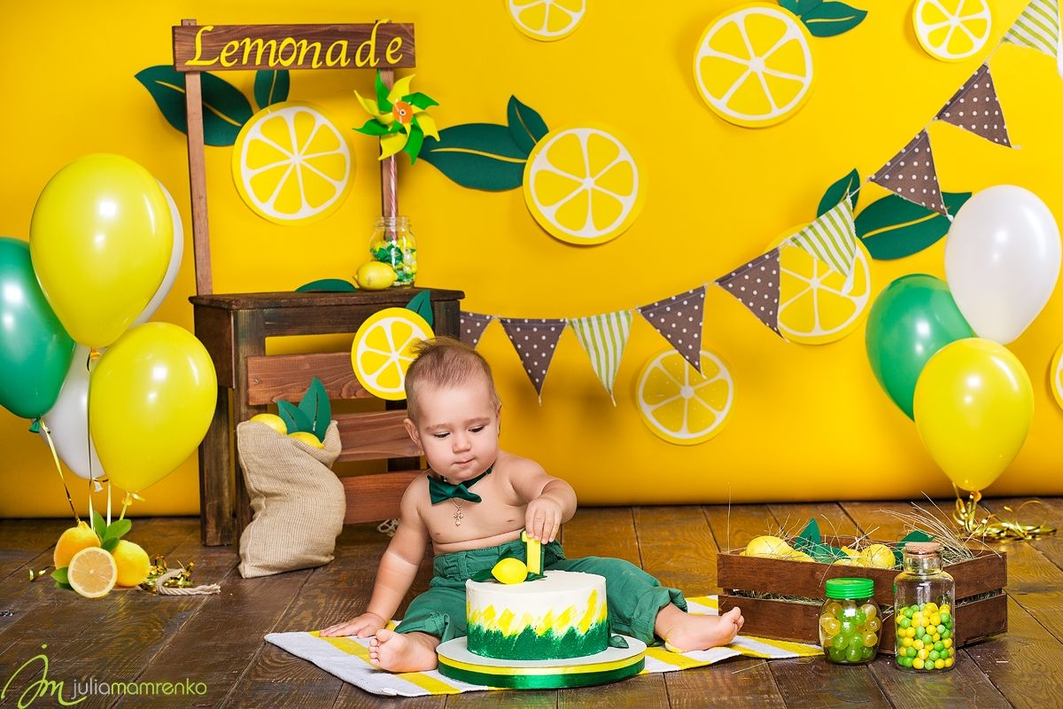 First cake smash smashcake cakesmash ideas boy 1 year balloons flags