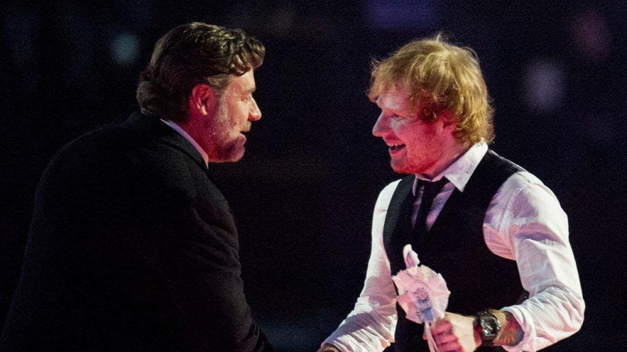 Was für ein Verlobungschaos um Ed Sheeran (26)! Vor wenigen Tagen sorgte Hollywood-Star Russell Crowe (53) für Verwirrung um den Popsänger: Er bezeichnete Eds Freundin Cherry Seaborn (25) in einem Interview als die Verlobte des Briten. Nun räumt Ed mit den Gerüchten auf und stellt klar dass er nicht mit Cherry verlobt ist.   Source: http://ift.tt/2snQsCu  Subscribe: http://ift.tt/2qJOkUr verlobt! Ed Sheeran klärt Russell-Crowe-Patzer auf