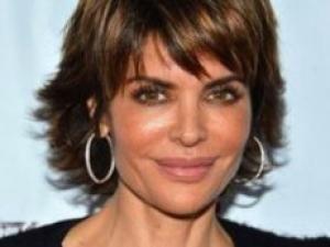 idée coiffure cheveux courts femme 50 ans visage rond