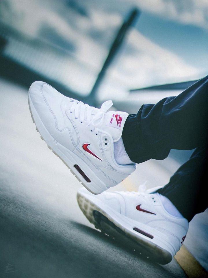 2017 Nike Womens Air Max 1 Sneakers in Premium White