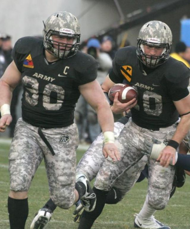 Pin By Andres Daniels On College Footballs Life Army Football Football Football Players Photos