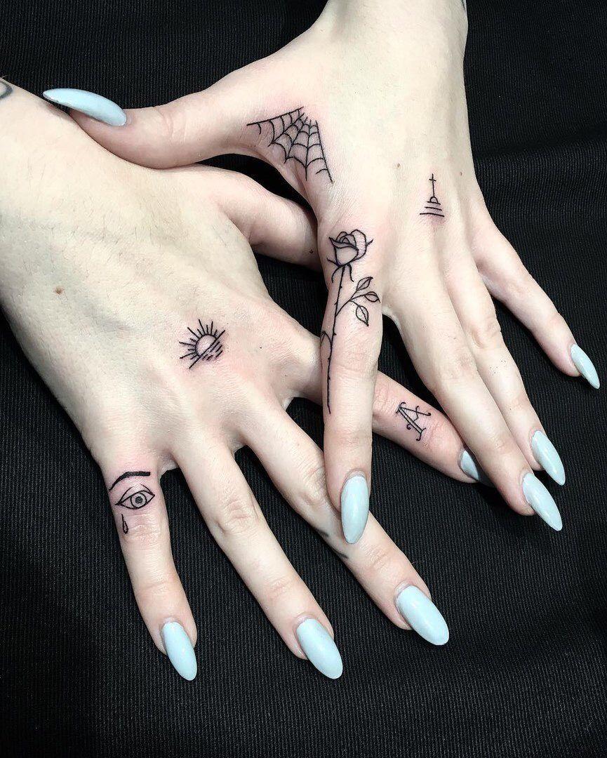 Oneonlyqueenb Amei A Aranha Tattoos Small Hand Tattoos Finger Tattoos