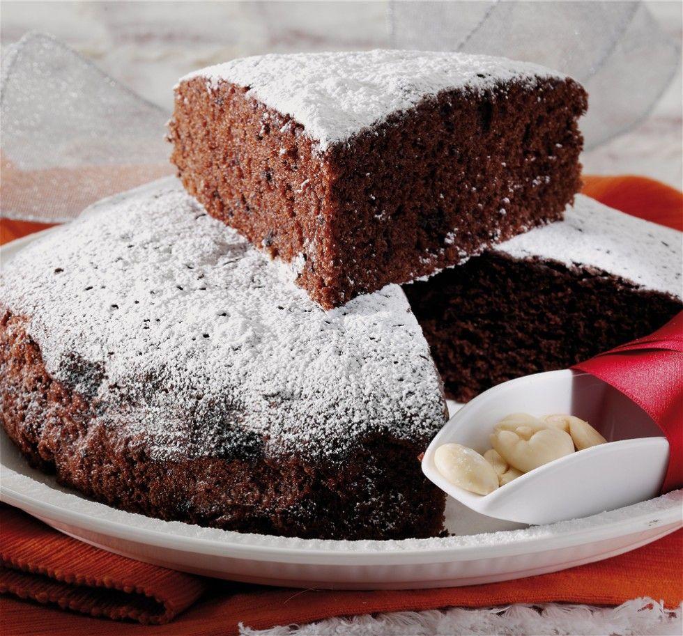 Ammorbidite il burro a temperatura ambiente.  Tostate le mandorle in forno, fatele raffreddare e tritatele con un cucchiaio di zucchero.  Lasciate fondere il...