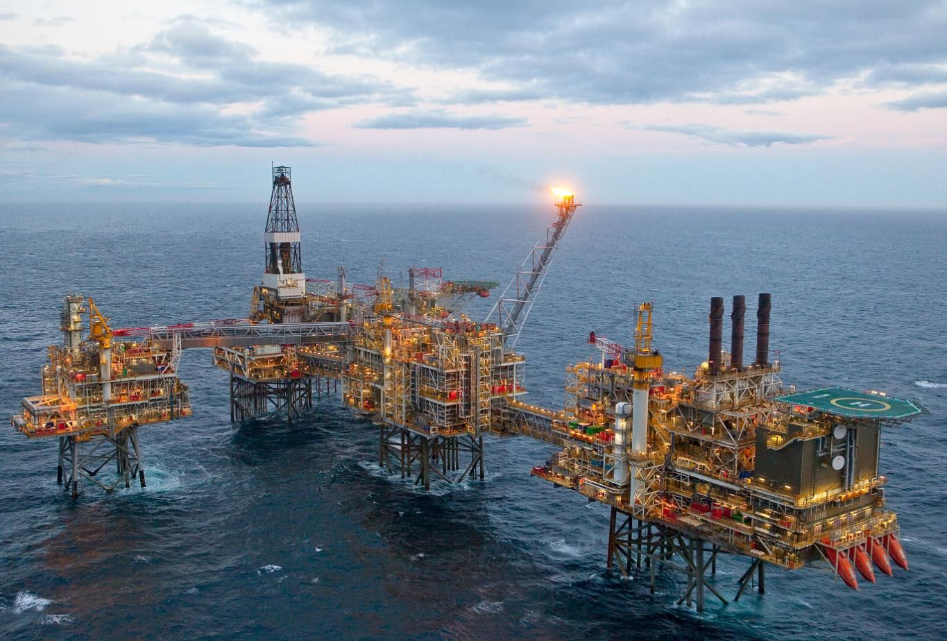 Nexen Extends Wood Group Psn North Sea Contract Oil Platform Oil Rig Oil Rig Jobs