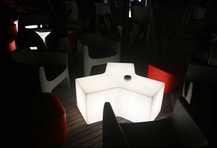 table basse lumineuse ypsilon ext rieure mobilier. Black Bedroom Furniture Sets. Home Design Ideas