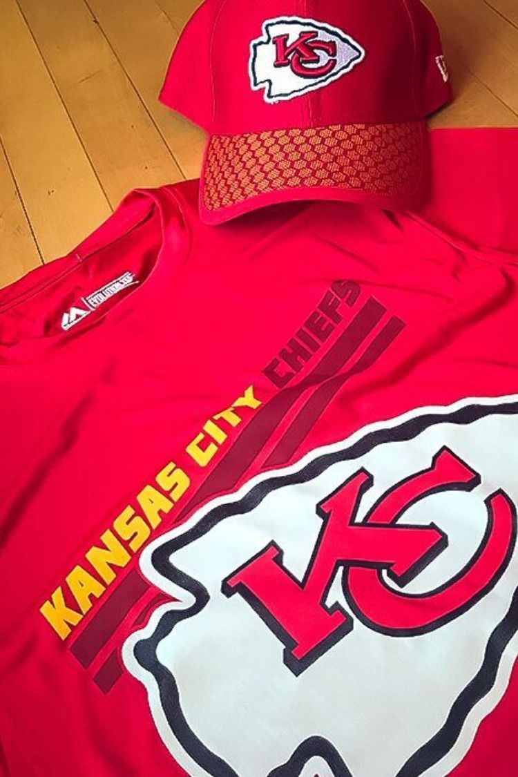 watch 7235e f686b Shop KC Chiefs gear at your local Rally House this holiday ...