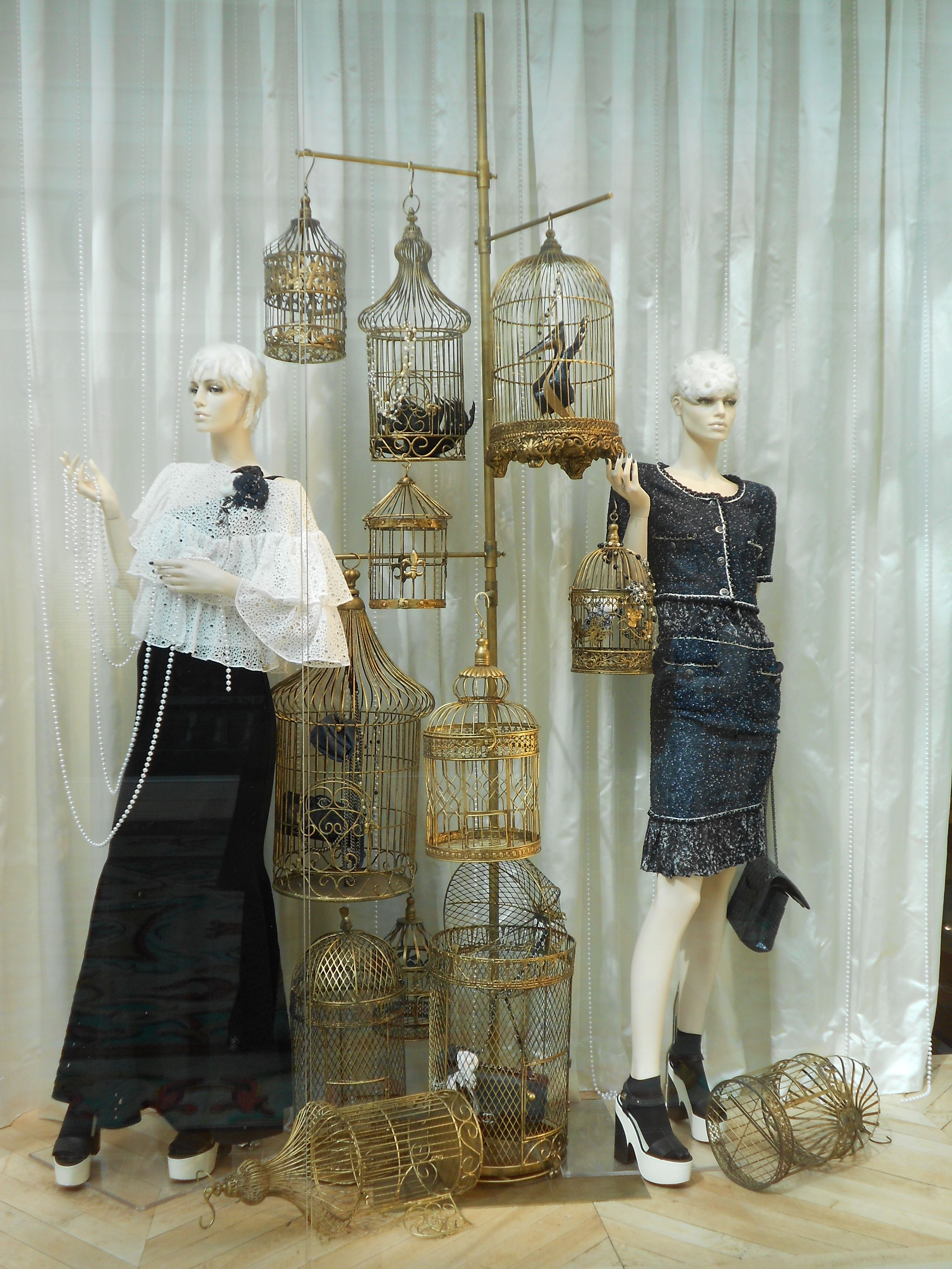Store window art u design creative displays pinterest