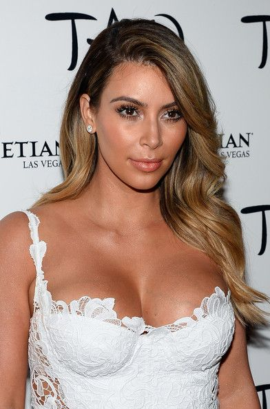 Kim Kardashian Photos Photos - Television personality Kim Kardashian arrives at the Tao Nightclub at The Venetian Las Vegas to celebrate her 33rd birthday on October 26, 2013 in Las Vegas, Nevada. - Kim Kardashian Celebrates Her Birthday At Tao Nightclub