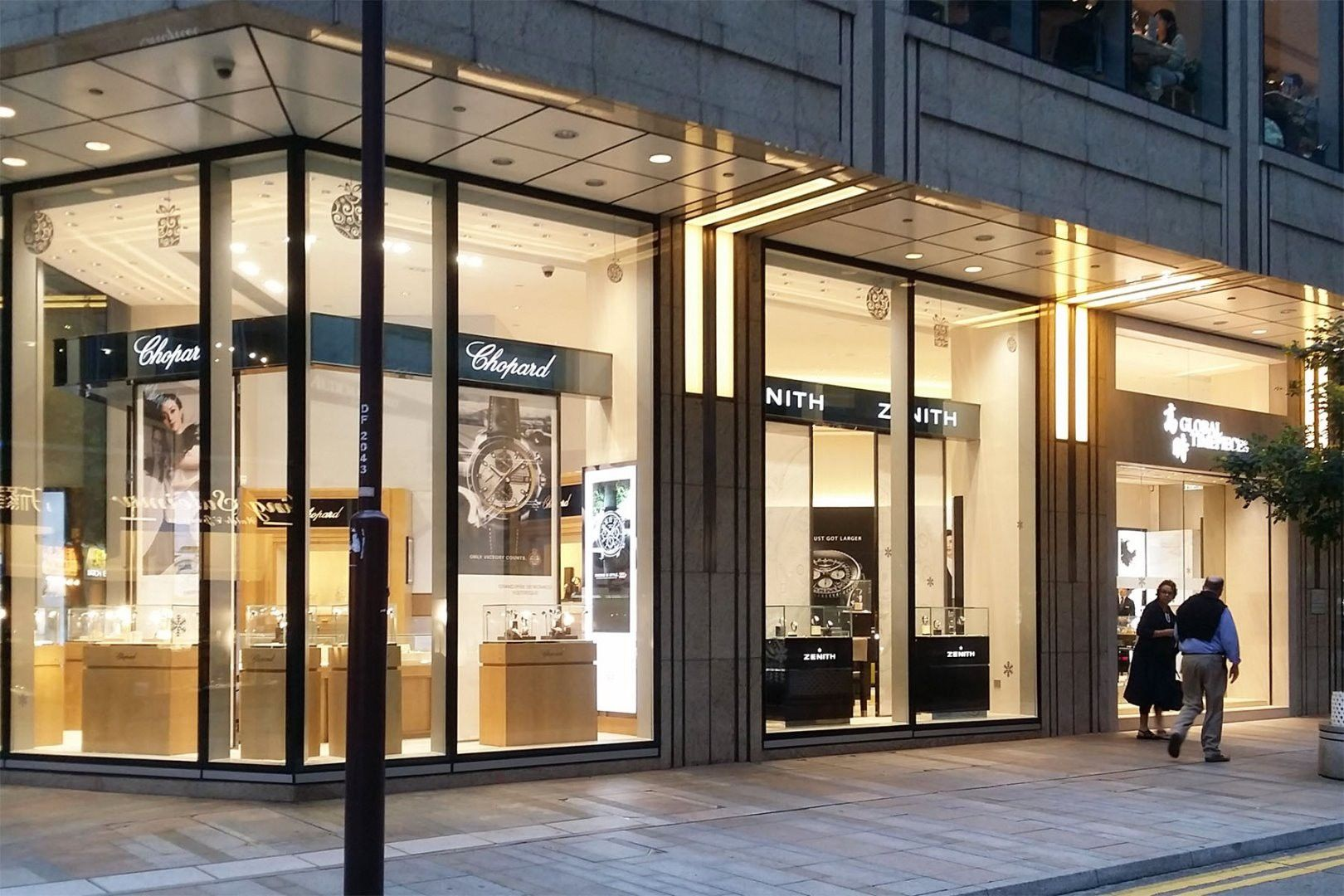 Retail Design Storefront Store Design Find The Best One Person