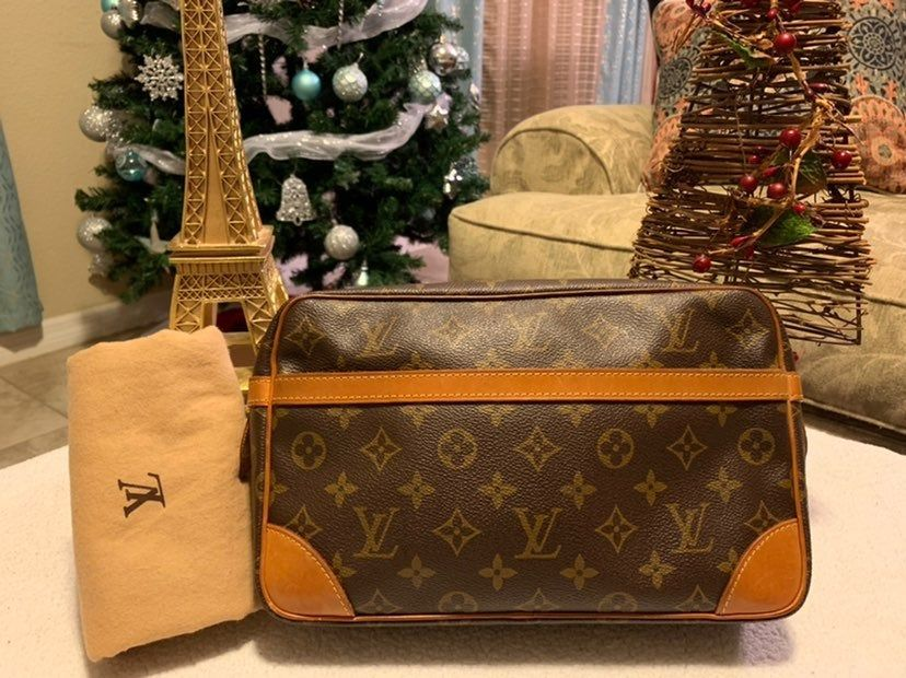 This Pre Loved Louis Vuitton Clutch Compiegne Bag Is 100 Authentic Or Money Back Outer Leather Very Good Cond W M Louis Vuitton Clutch Louis Vuitton Bags