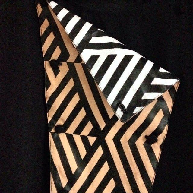Simone Simon #zoom #detail #top #davantino #plastron #breastplate #reversible by #simone_simon_paris #printed #razzledazzle #pattern for #parisianchic #madeinparis #parischic #optical #stripes #stripeyourlife #thinkstripes