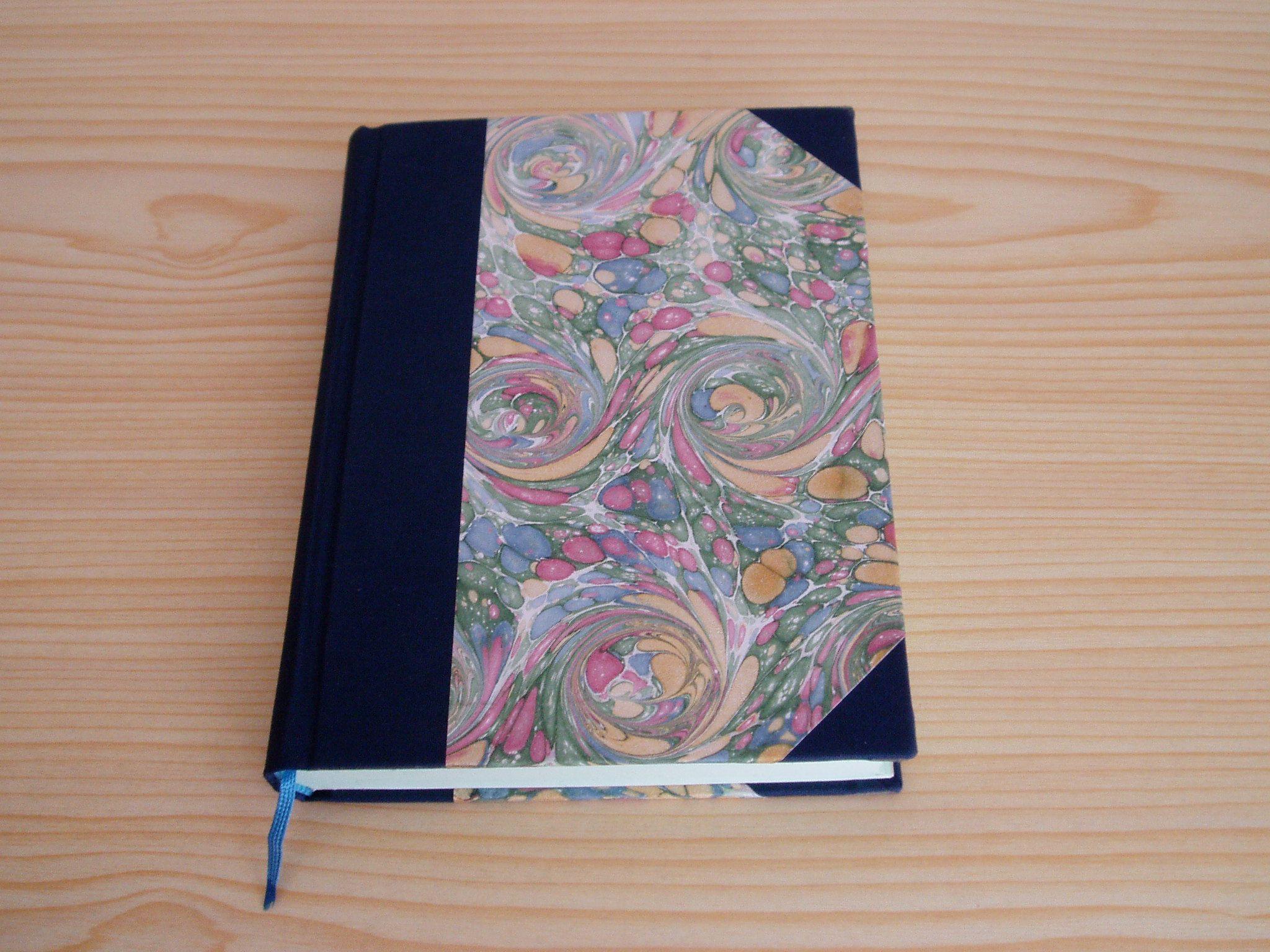 Cuaderno, encuadernación lomo redondo y cantoneras en tela azul ...