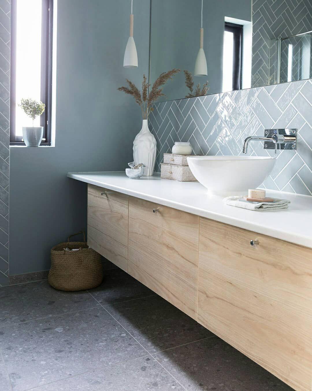 """Photo of Modena Tiles på Instagram: """"Nydelig bad med kombinasjon av landfliser i fargen Ash Blue på veggen og Ceppo di Gre Grey på gulvet ??? #modenafliser ? @vidipix"""""""