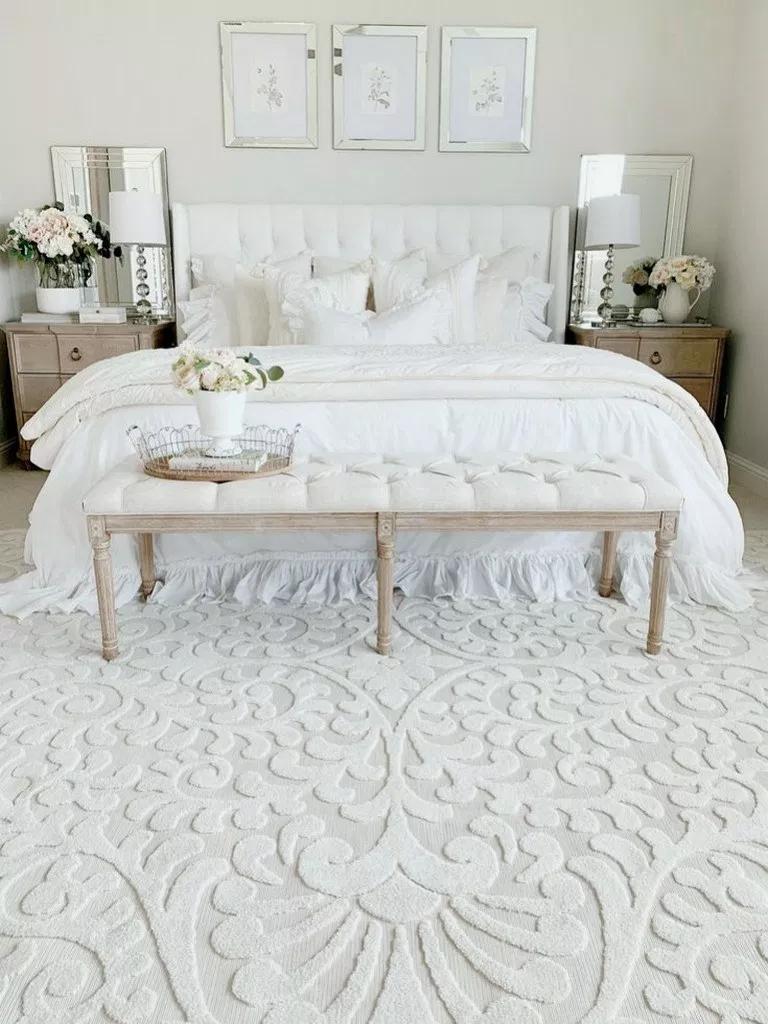 32 Exquisitely Admirable Modern Bedroom Ideas Modernbedroom Bedroomdesign Bedroomideas Home Alone White Master Bedroom Bedroom Vintage Bedroom Design