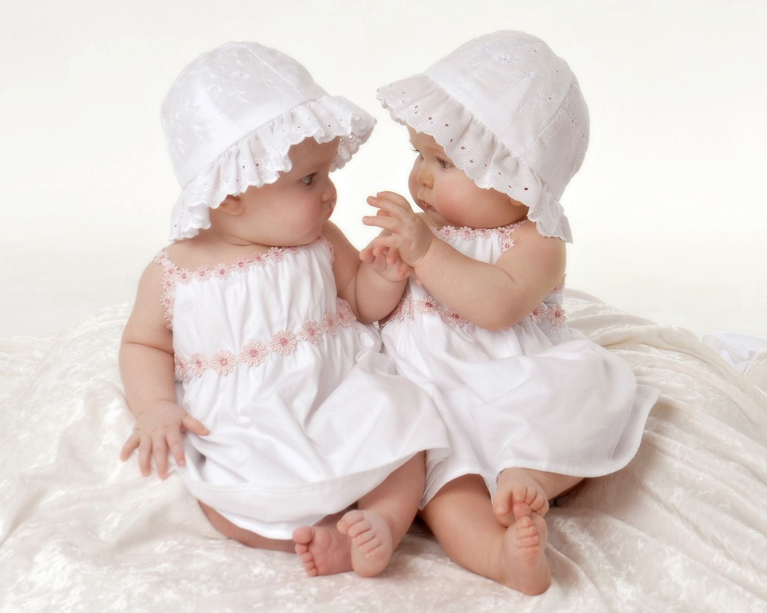 Images Of Multiples Baby Photograph Of 6 Month Twins Girls Fun