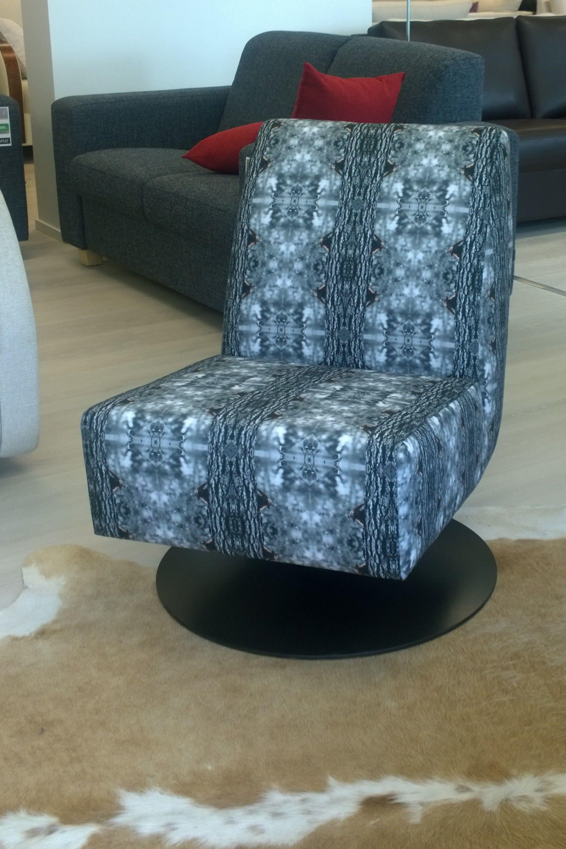Focus nojatuoli, KurkistusGrey kankaalla, Zirbaslife Design. Nojatuolia myy Finsoffat, Kerava. Suunniteltu ja valmistettu Suomessa!