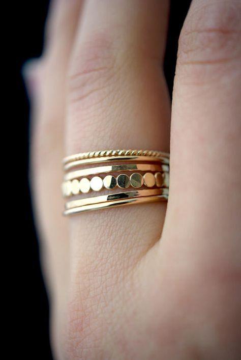 Juego de anillos de apilamiento de perlas de oro grueso medio, anillo de apilamiento de oro, juego de anillos de oro, juego de relleno de oro, anillo de oro delicado, anillo de perlas, juego de 5