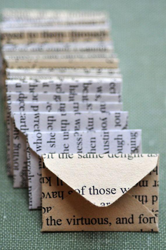 Kleine Umschläge aus Buchseiten / / 10er-Set / / Love Notes / / leere Karten / / Ephemera / / Papier basteln / / verschiedene Bücher / / Dekoration #paperprojects