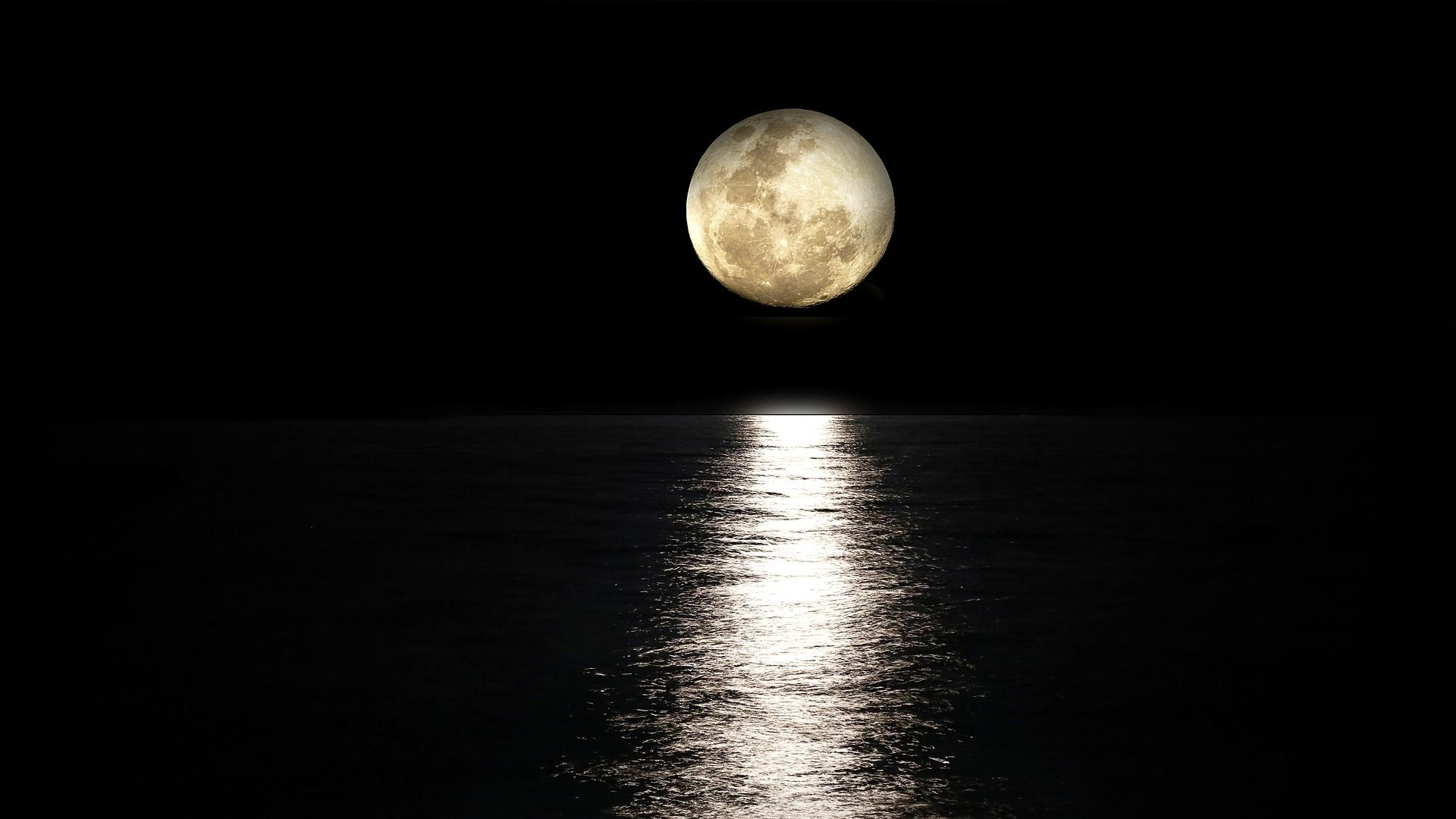 Sea Water And Full Moon Light Reflection View Download Hd Wallpaper Moon Light Reflection Hd Wallpaper