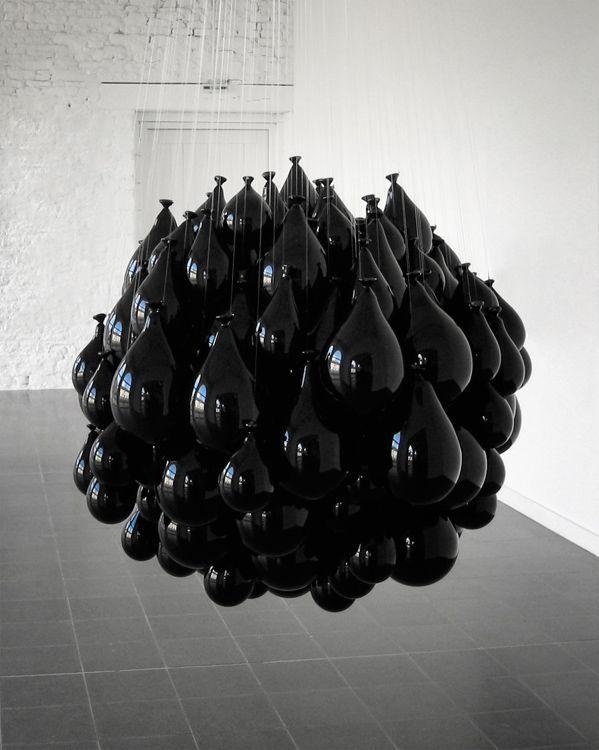 Michel Francois, Souffles dans le verre, 2002 (300 blown glass balloons).