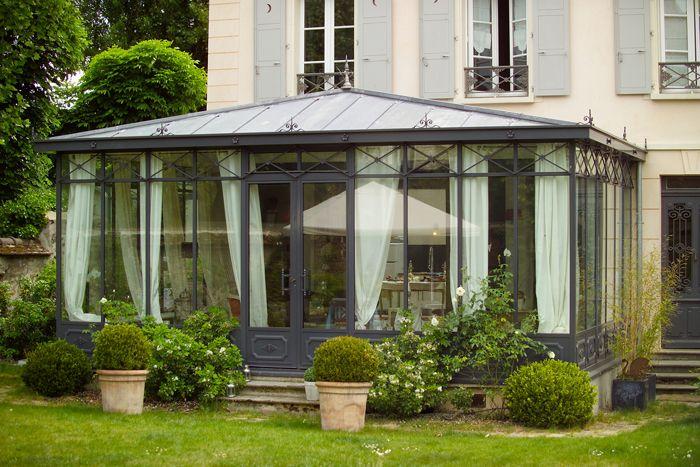 photo v randa victorienne avec toiture en zinc. Black Bedroom Furniture Sets. Home Design Ideas