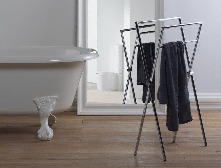 Moderne und hochwertige Handtuchhalter stehend für Ihr Bad