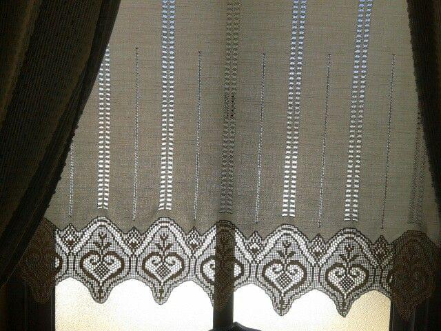 Cortina. Crochet de linha fina. Bainha aberta na vertical. S. d ...