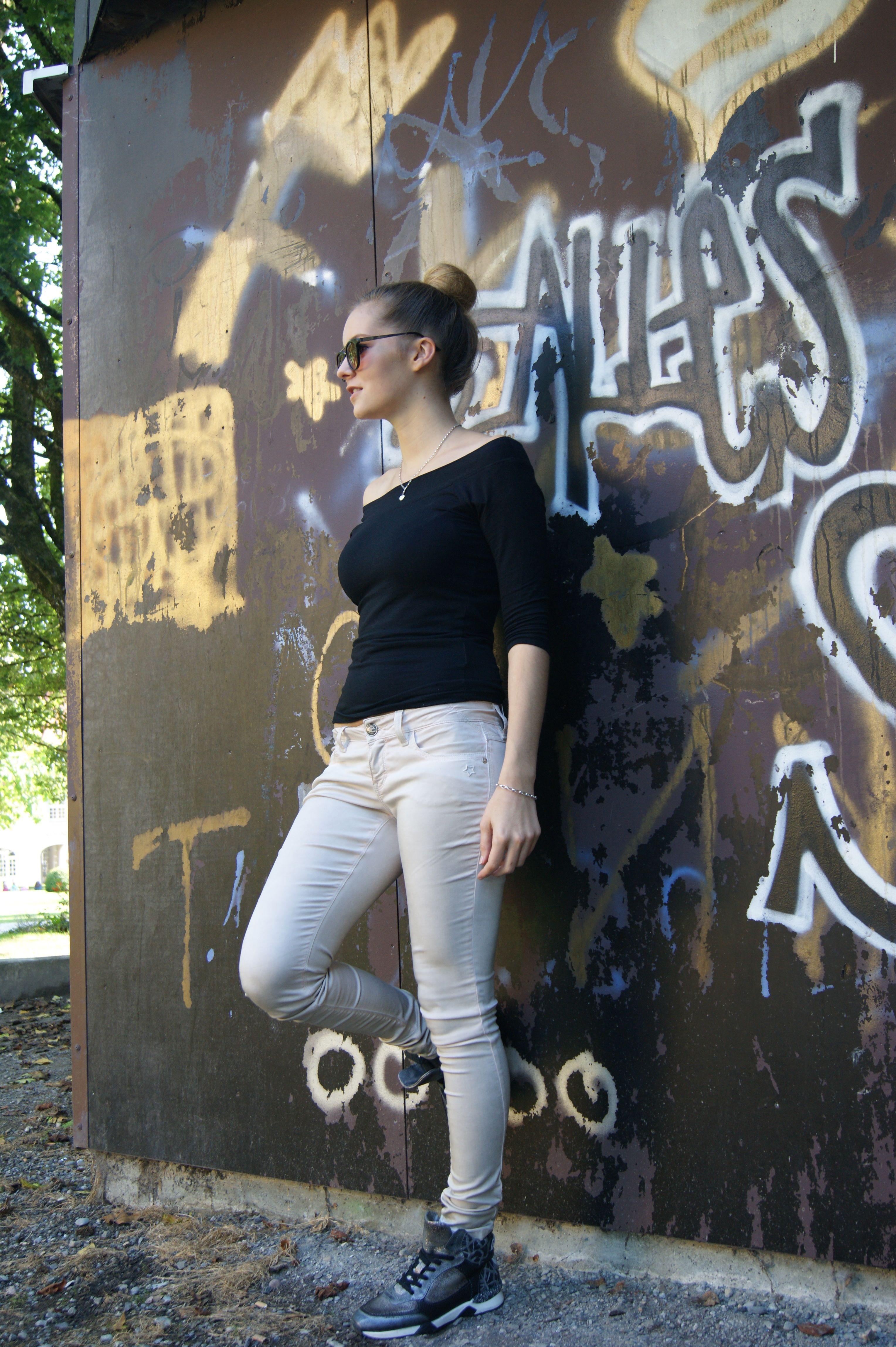 Diese Hose alleine sorgt schon für ein perfektes Outfit! http://www.gluecksstern.de/…/N…/Nele-Skinny-beige-antik.html #GSgluecksstern #hose #outfit #style #fashion