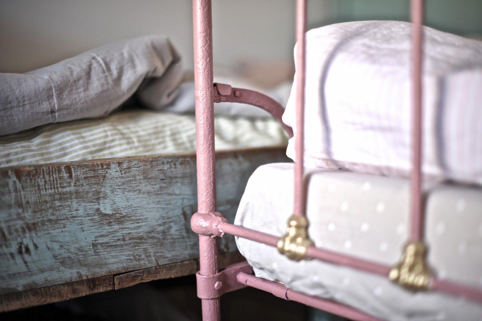 Pömpeli pompeli vintage bed, antique, girl room, old rose, mint
