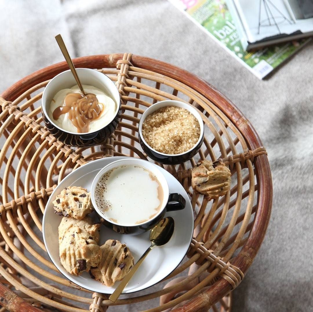 There is no going past the classic simplicity of serving up afternoon tea treats on black dinnerware. The Salt&Pepper Studio range is our fave! 😍🍪 #ShazzasStyle #HomeatFarmers @saltandpepperhome
